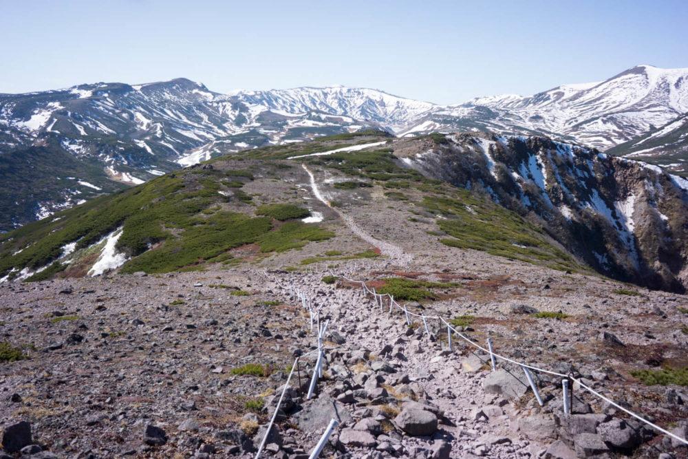 石室への登山道